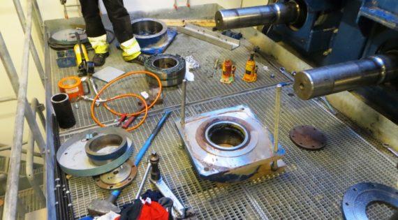 Replacement of conveyor bearings